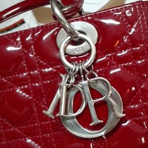Lady Dior med red patent cannage bag
